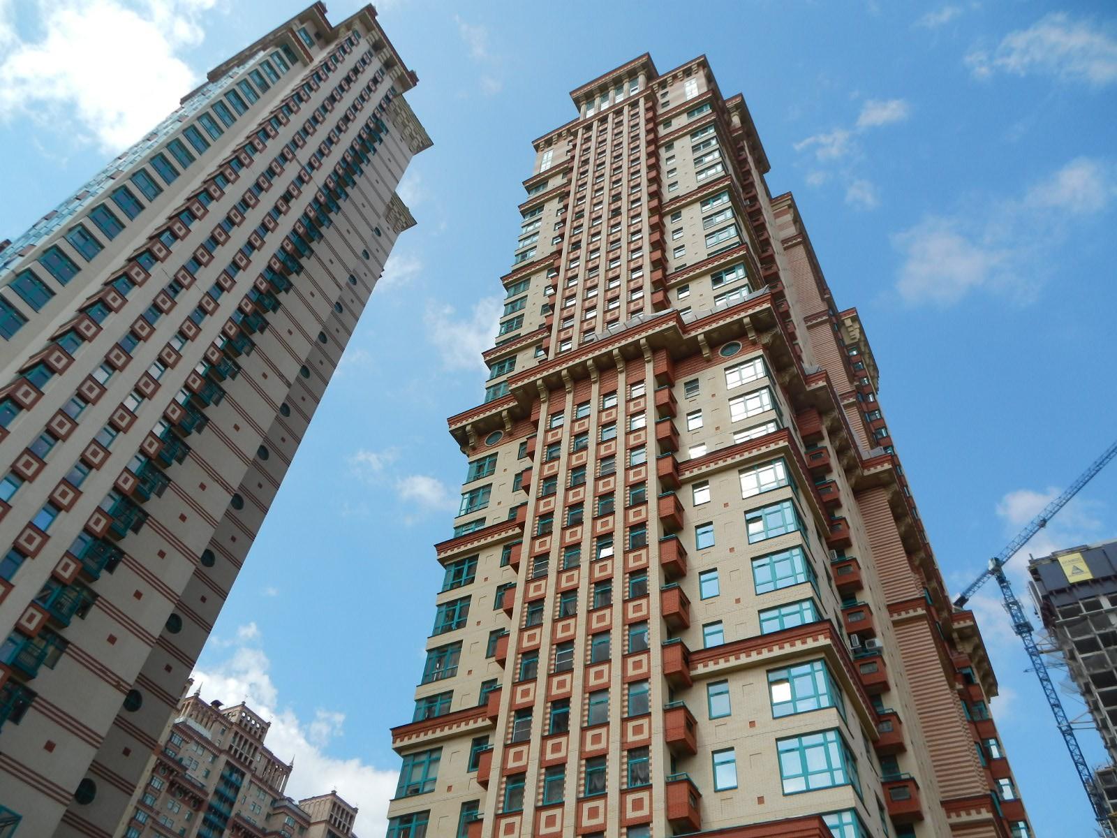 В настоящее время на столичном рынке недвижимости в процессе строительства находится 507