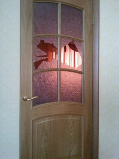 Замена стекла в межкомнатной двери своими руками
