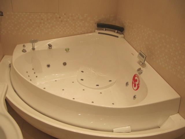 "Ванна с гидромассажем ""ULTRA 173*173""  угловая"