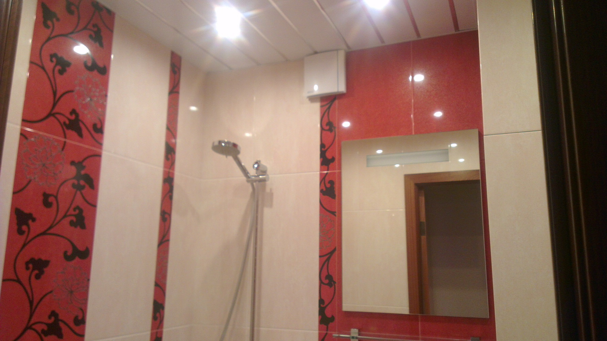 Дизайн ванной в красном