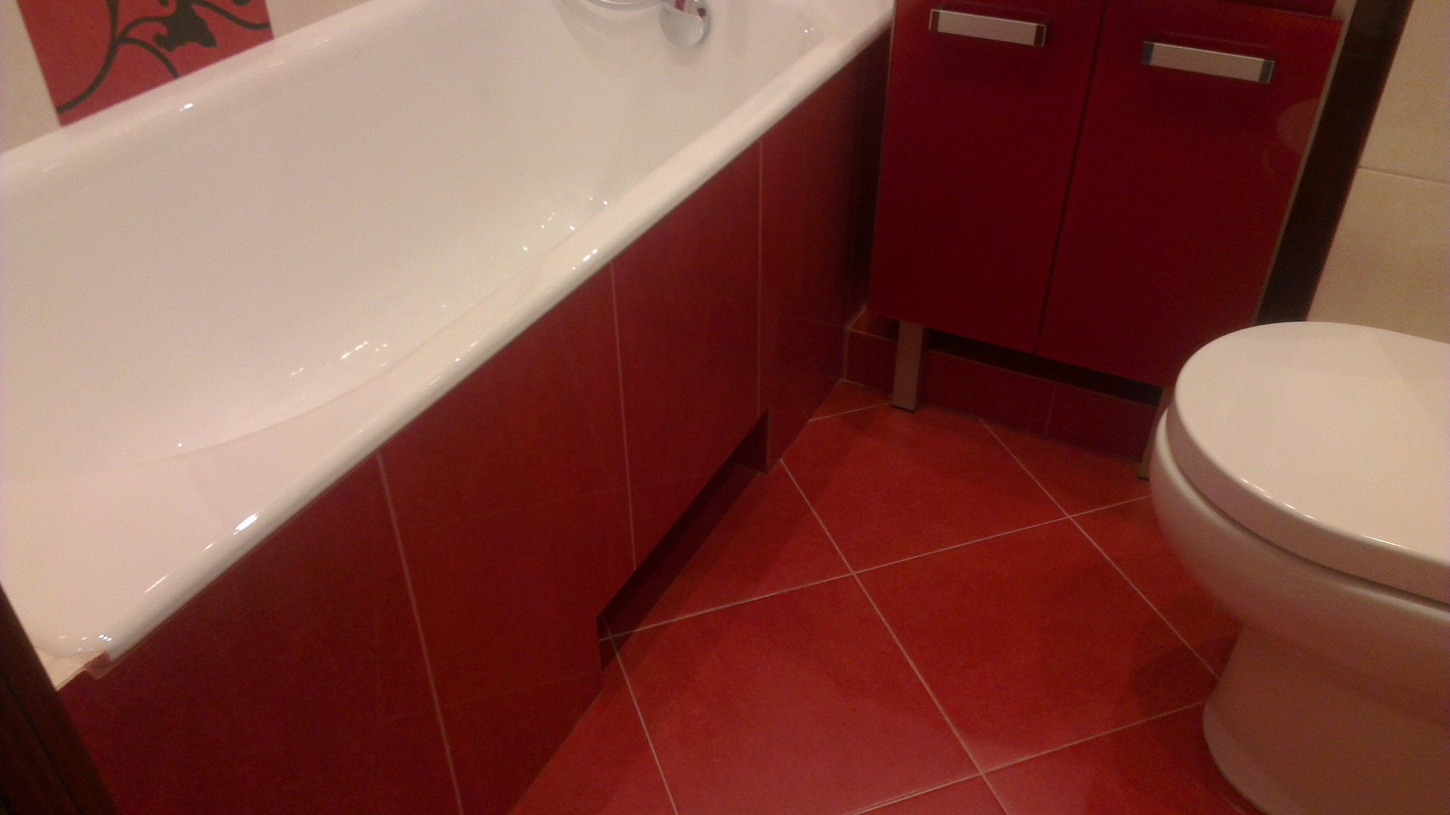Выборка для ног под ванной