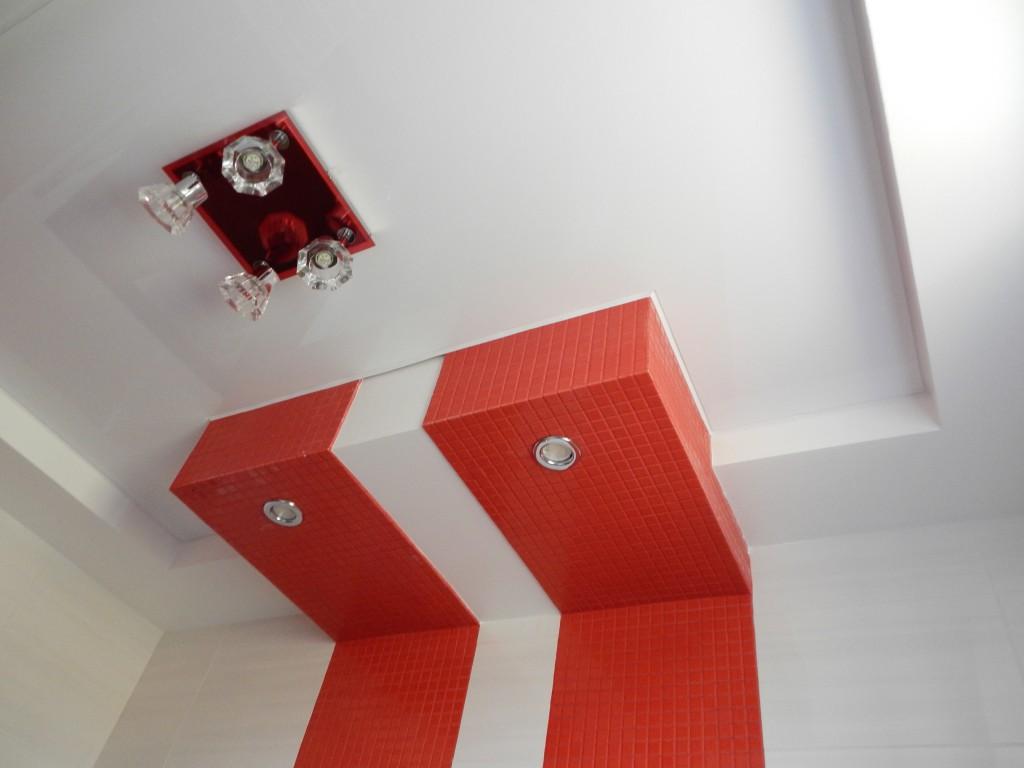 Обрамление потолка плиткой и мозайкой