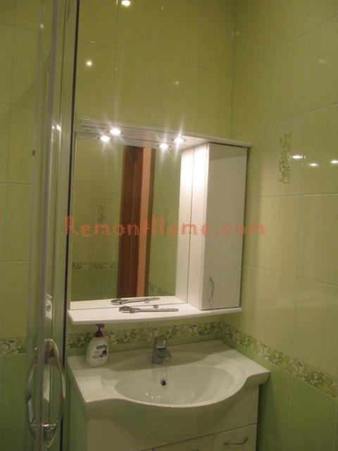 Ванная комната - душевая в зелёных тонах