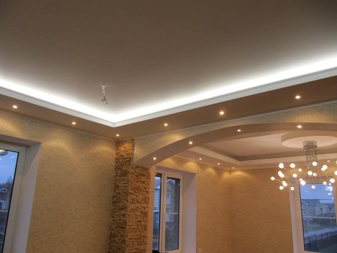 Красивый дизайн  потолков из ГКЛ с использованием яркой неоновой подсветки