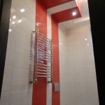 Подсветка дизайна плитки, выделение зоны туалета