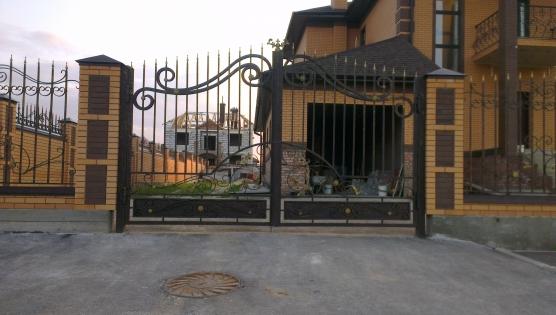 Кованный забор - ворота