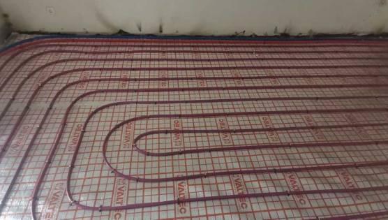 Монтаж теплого пола трубами Рехау на пеноплексе и пенофоле