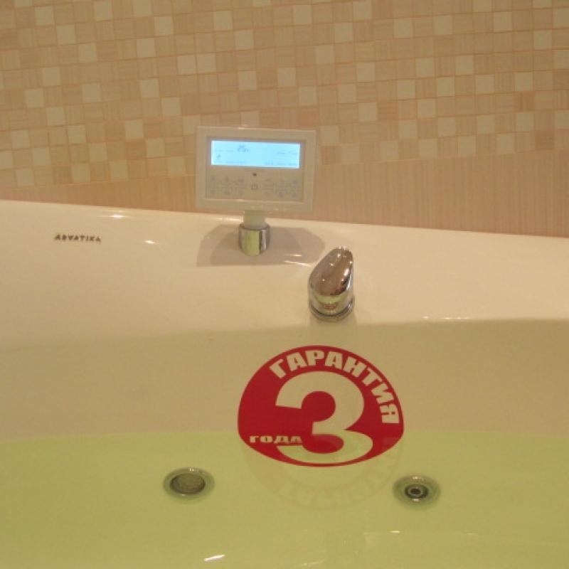 Ванна с гидромассажем с дисплеем управления