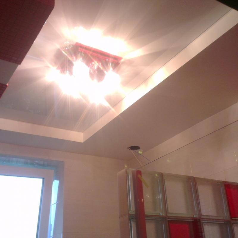 Фигурный потолок для ванной