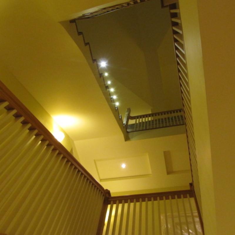 Красивое освещение лестницы