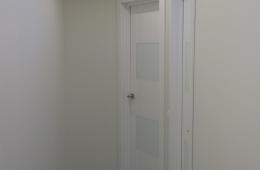 Длинный коридор - просто и со вкусом