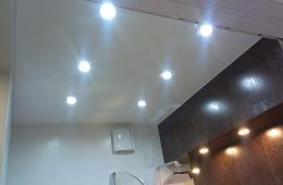 Красивый ремонт ванной - ниша с подсветкой