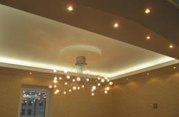 потолок с освещением