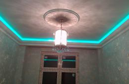 Неоновая подсветка за полиуретановым плинтусом