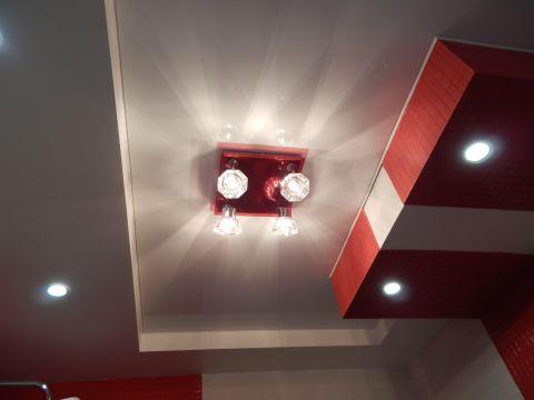 Интересный красно белый потолок от Надежды Дурман