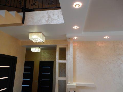 Переход потолка на второй этаж эстетично