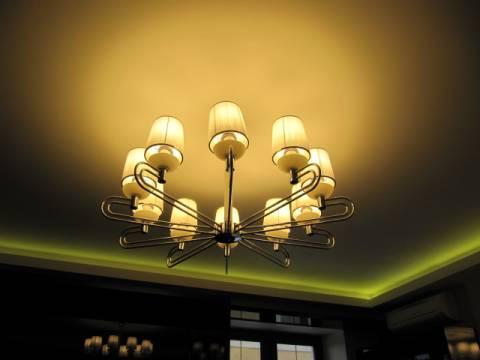 Подсветка карниза потолка неоновыми светильниками