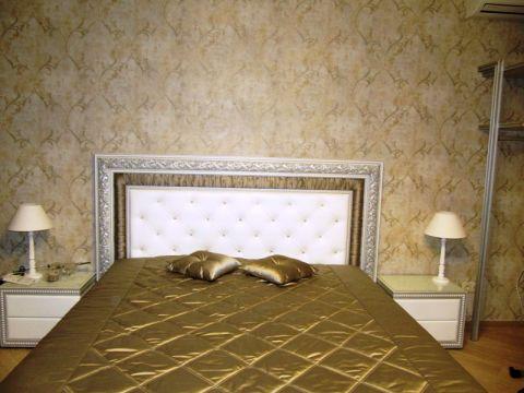 Классическая кровать для спальни