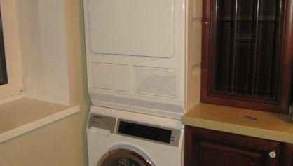 Стиральная и сушильная машина Миле на кухне