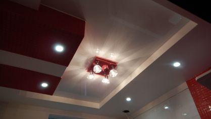 Включаем свет на потолке в ванной и смотрим что у нас получилось