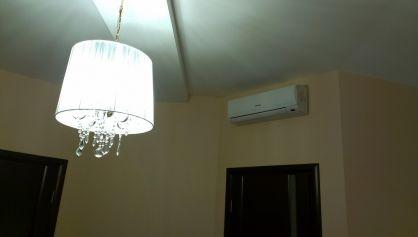 Осмотрим этаж. Лёгкий обажур освечивает всё пространство  и наверное время уже спать.