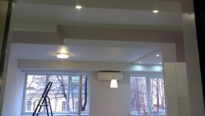 Разделение пространства с помощью потолка и света