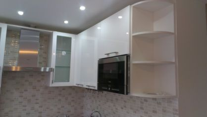 Красивая  мебель для кухни в стиле хайтек