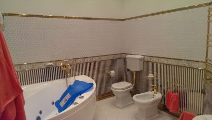 Просторная ванна в английской классическом стиле