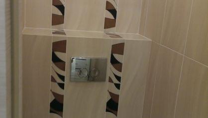 Укладка плитки с декоративными элементами
