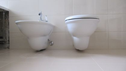 Подключение навесных сантехнических приборов
