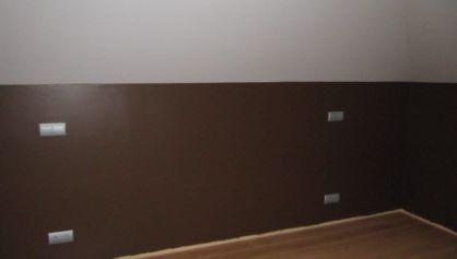 Гостевая комната на мансарде в коричневом цвете