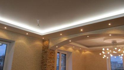 Двух зоный многоуровневый потолок с неоновым и точечным освещением