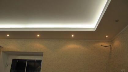 Многоуровневый потолок в коттедже