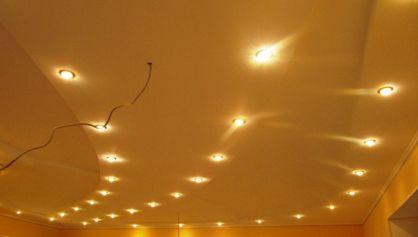 Дизайн потолка с помощью освещения