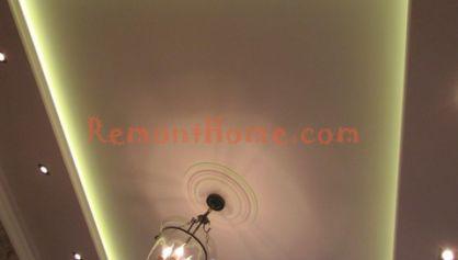 Прямоугольный потолок в квартире в вслюченым светом