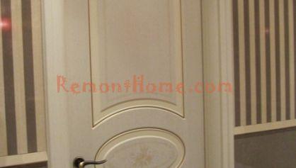 Классичский стиль ванной двери и плитка