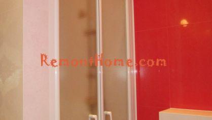 Построенный душ с заказными шторками