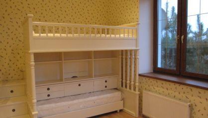 Двуухяруссная кровать у девочки в комнате